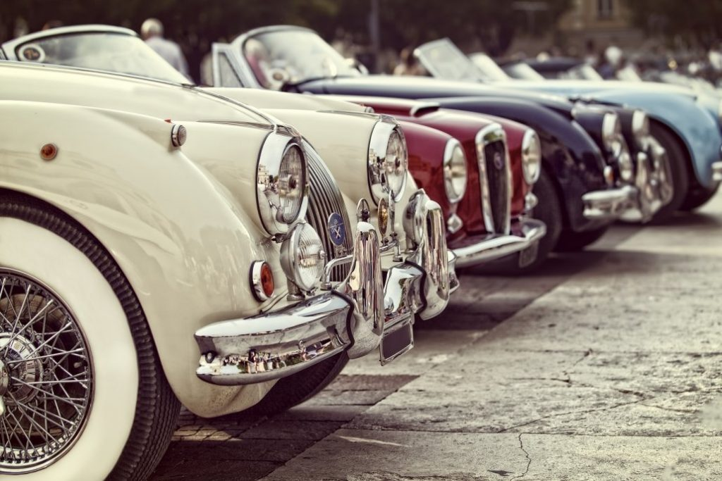 pneumatici bianchi in auto d'epoca