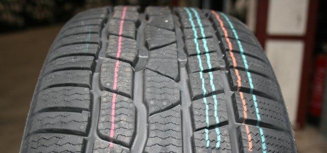pneumatici senza strisce colorate
