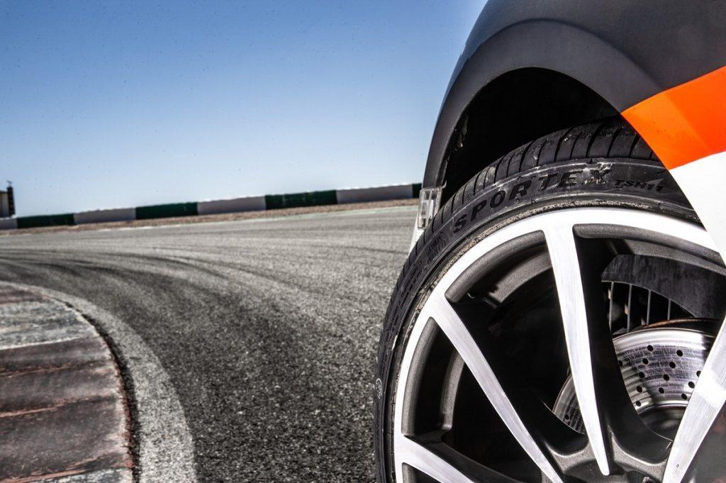 pneumatici a tele incrociate su strada