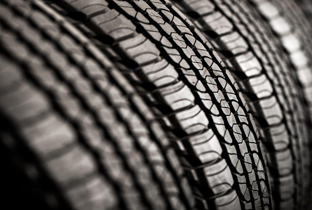 3 gomme automobili in primo piano pneumatici neri
